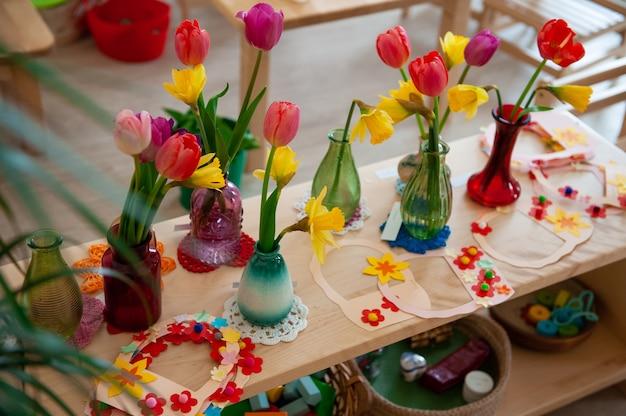 Concept de la journée des femmes de vacances de printemps ou de la fête des mères à l'école montessori