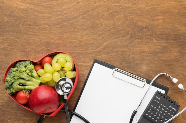 Concept de la journée mondiale du cœur avec des aliments sains