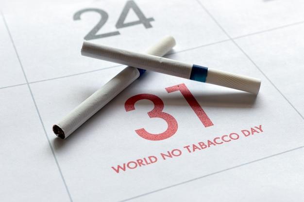 Concept de la journée mondiale sans tabac. cigarettes sur calendrier