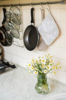 Concept de lave-vaisselle écologique boîte en éponge naturelle mode de vie écologique