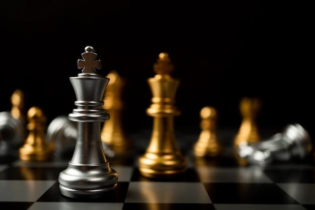 Le concept d'un leader doit avoir du courage et du défi dans la compétition