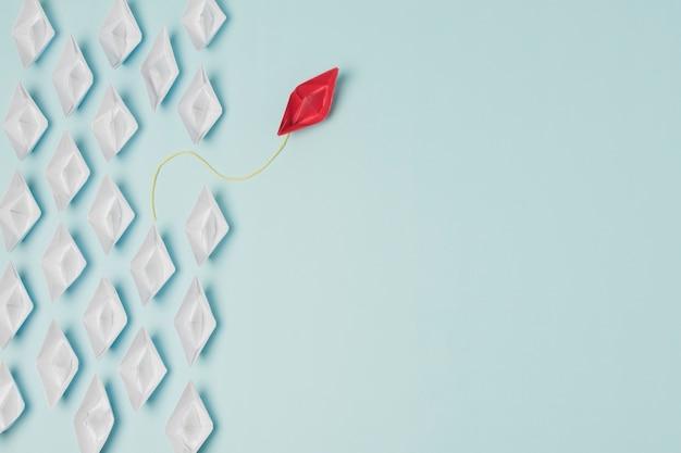 Concept de leadership de bateaux en origami