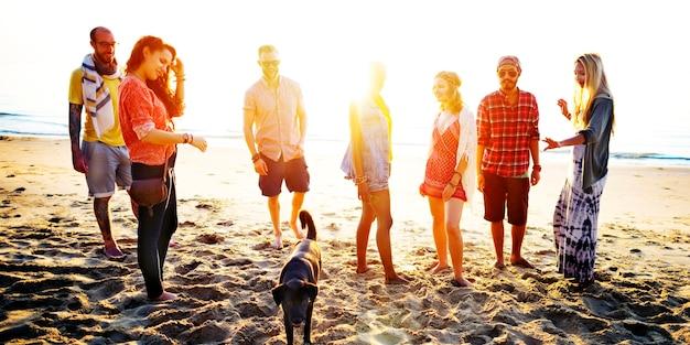 Concept de liaison amusante diverse summer beach friends