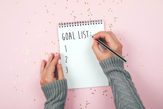 Concept de liste d'objectifs. pose à plat