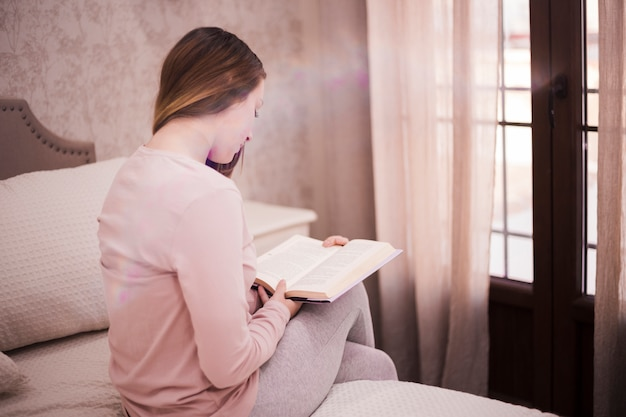 Concept de littérature avec femme