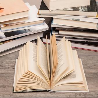 Concept de littérature avec livre ouvert