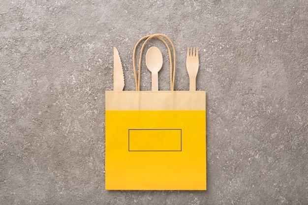 Concept de livraison de nourriture dans un emballage écologique