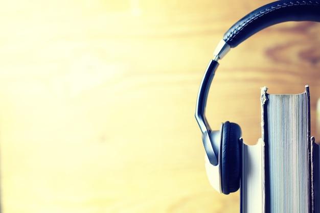 Concept de livre audio casque