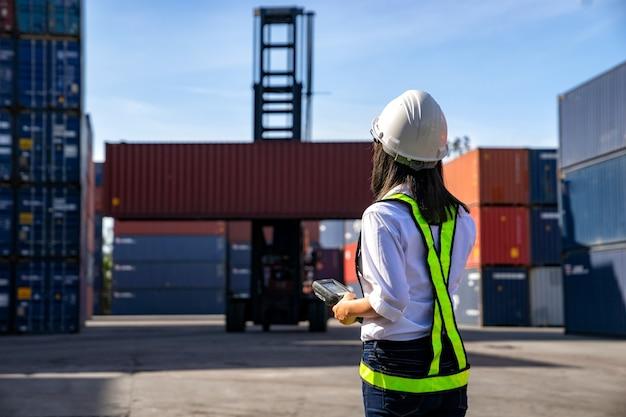 Concept logistique d'entreprise, concept d'importation et d'exportation.