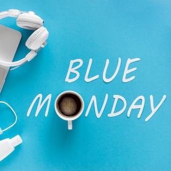 Concept de lundi bleu avec tasse de café