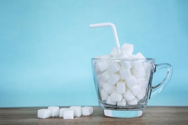 Concept malsain d'aliments sucrés pour la campagne du 14 novembre de la journée mondiale du diabète