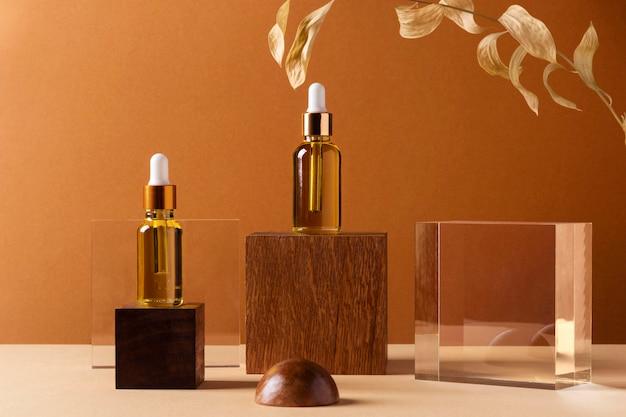 Concept de maquillage avec des bouteilles de sérum
