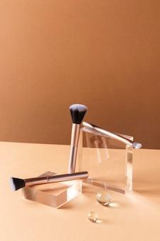 Concept de maquillage avec des pinceaux