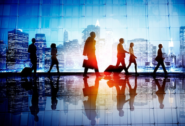 Concept de marche d'entreprise de gens d'affaires de voyage de banlieue