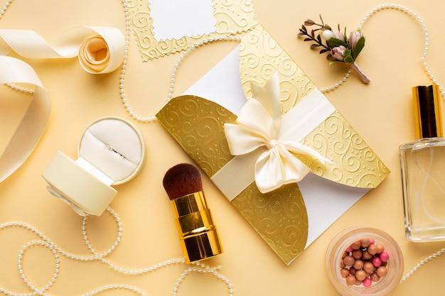 Concept de mariage maquillage et invitation