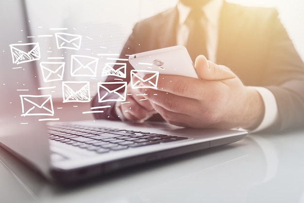 Concept de marketing par courrier électronique et de newsletter
