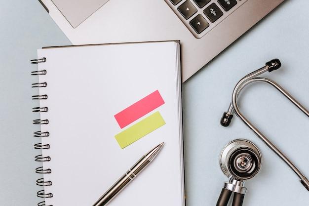 Concept médical sur le bureau du médecin