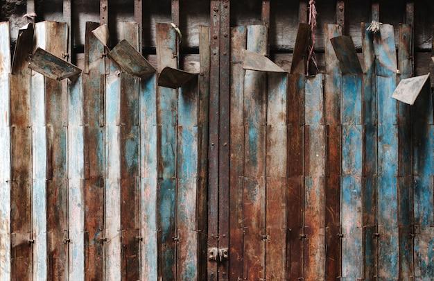Concept métallique en acier inoxydable sur fond de zinc