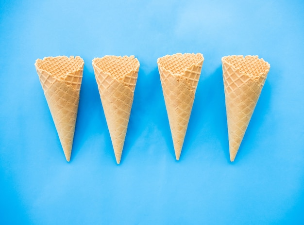Concept minimal de l'été de la crème glacée.