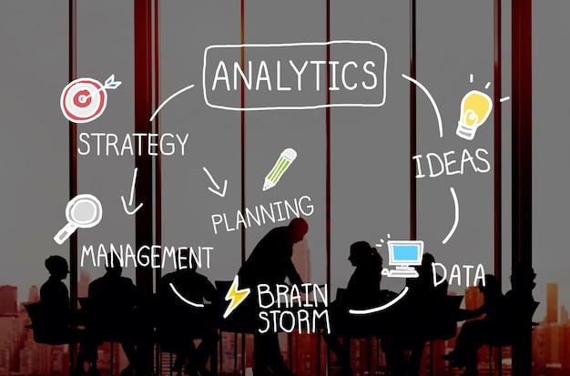 Concept de mise en réseau des informations de comparaison analytics