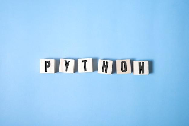 Concept de mot de langage de programmation python. concept d'assurance qualité.