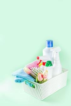 Concept de nettoyage et d'entretien ménager de printemps