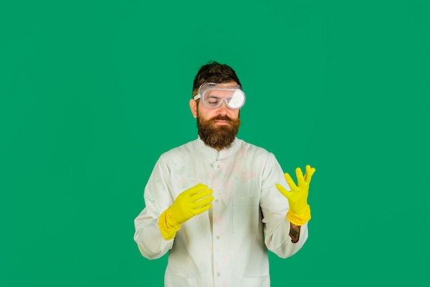 Concept de nettoyage service de nettoyage nettoyeurs travaux ménagers équipement de nettoyage homme avec latex
