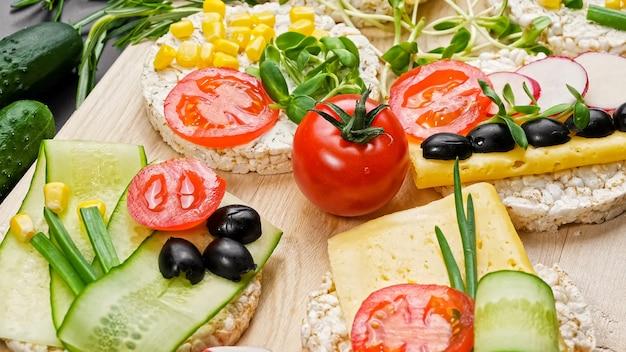 Concept de nourriture saine de légumes et d'herbes