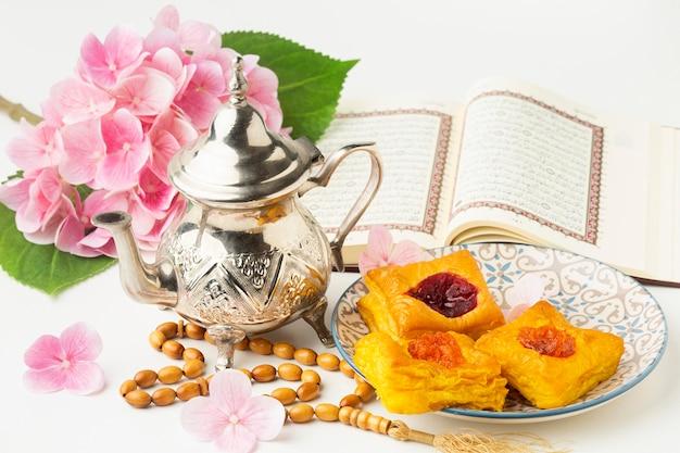 Concept de nouvel an islamique avec pâtisseries