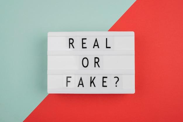 Concept de nouvelles réelles ou fausses au-dessus de la vue