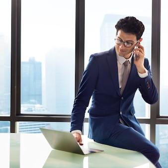 Concept d'objectif de motivation entrepreneur homme d'affaires