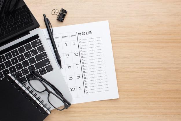 Concept d'organisation du temps avec liste ci-dessus vue