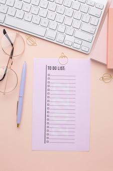 Concept d'organisation du temps avec planificateur à plat