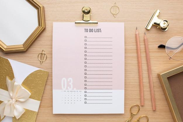 Concept d'organisation du temps avec vue de dessus de liste