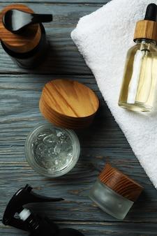 Concept d'outils d'hygiène pour hommes sur table en bois