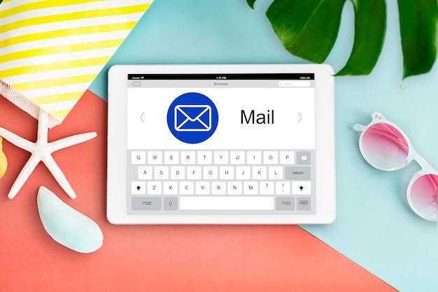 Concept de page web d'application numérique par e-mail