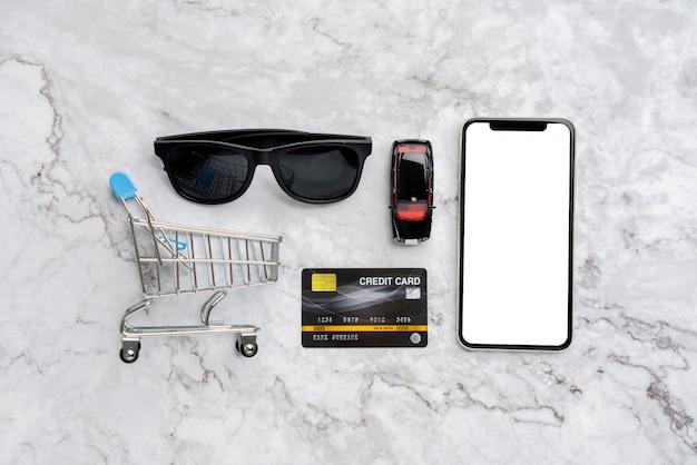 Concept de paiement en ligne avec vue de dessus de panier d'achat
