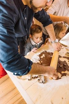 Concept de pain d'épice avec le père