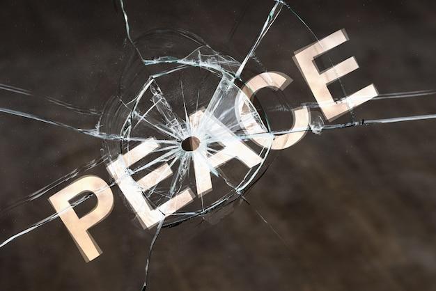 Le concept d'une paix fragile, perturbant la paix et l'agitation civile. danger d'hostilité et de guerre