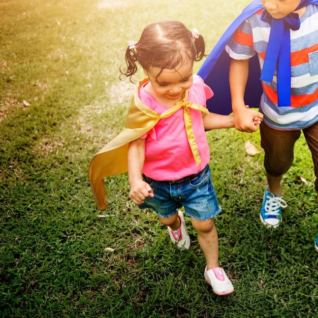 Concept de parc de récréation de frères et sœurs