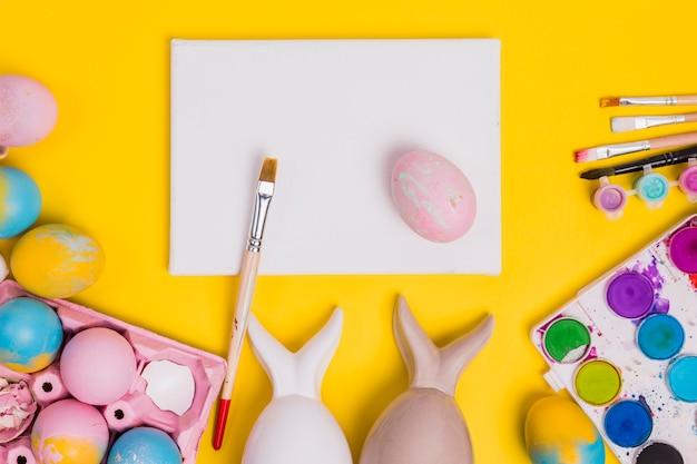 Concept de la peinture des oeufs de pâques