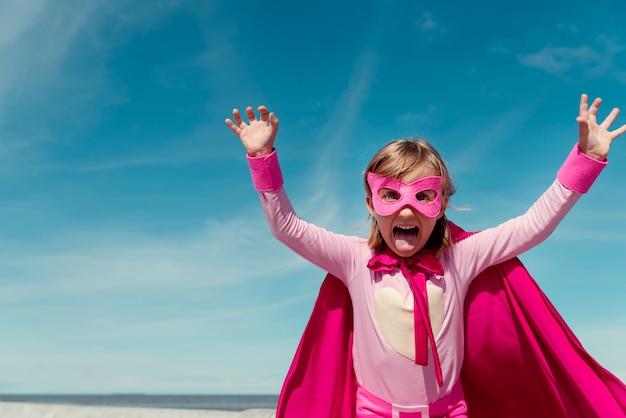 Concept de petite fille super héros