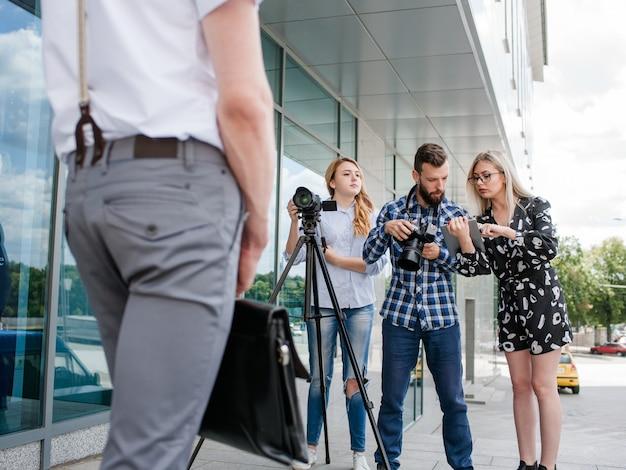 Concept de photographie de remue-méninges sur les idées de travail d'équipe dans les coulisses