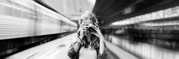 Concept de photographie de vacances voyage aventure fille hangout