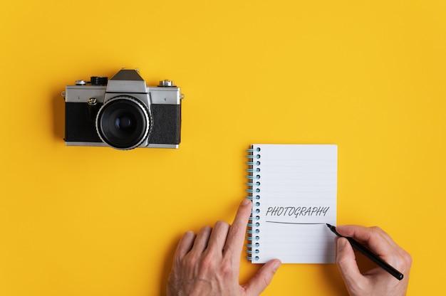Concept de photographie avec vieil appareil photo vintage