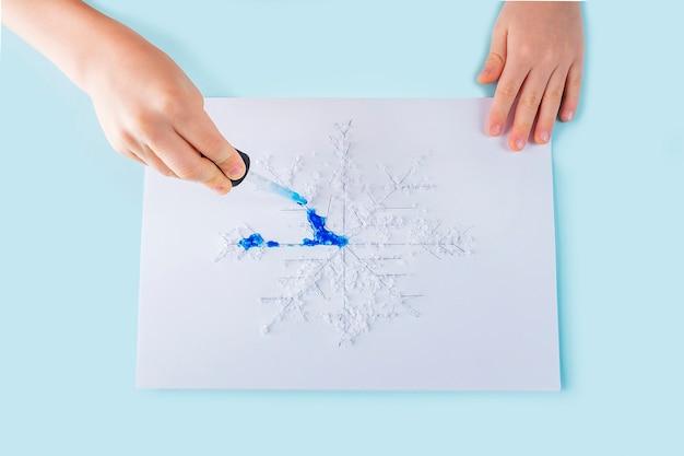 Concept de pipette de bricolage et de créativité pour enfants.