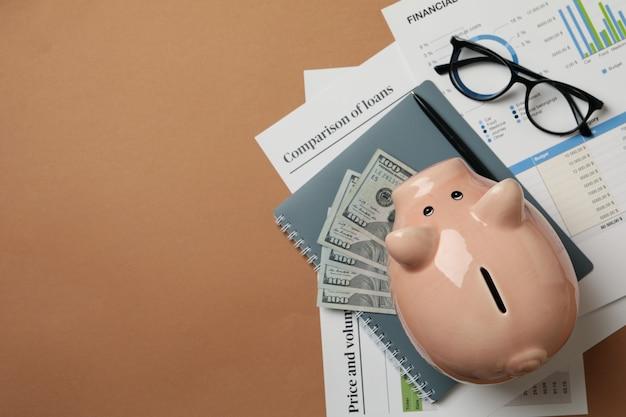 Concept de planification financière avec tirelire