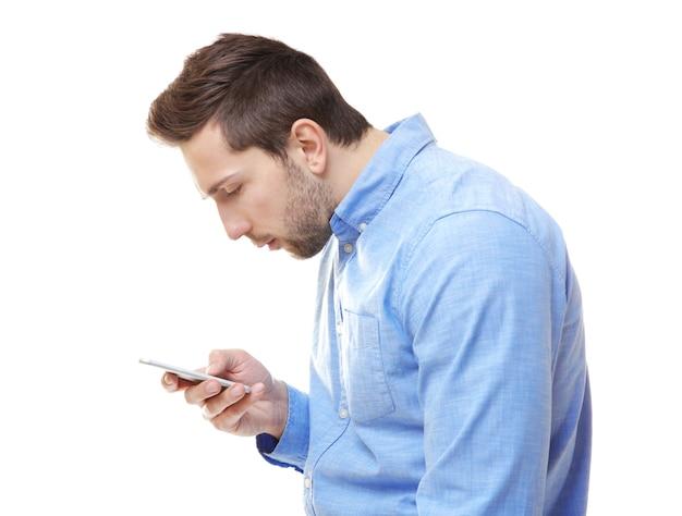Concept de posture incorrecte. homme avec téléphone isolé sur blanc