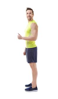 Concept de posture incorrecte. homme en vêtements de sport isolé sur blanc