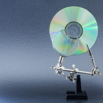 Concept pour l'analyse des données, cd et objectif sur un fond de couleurs vives